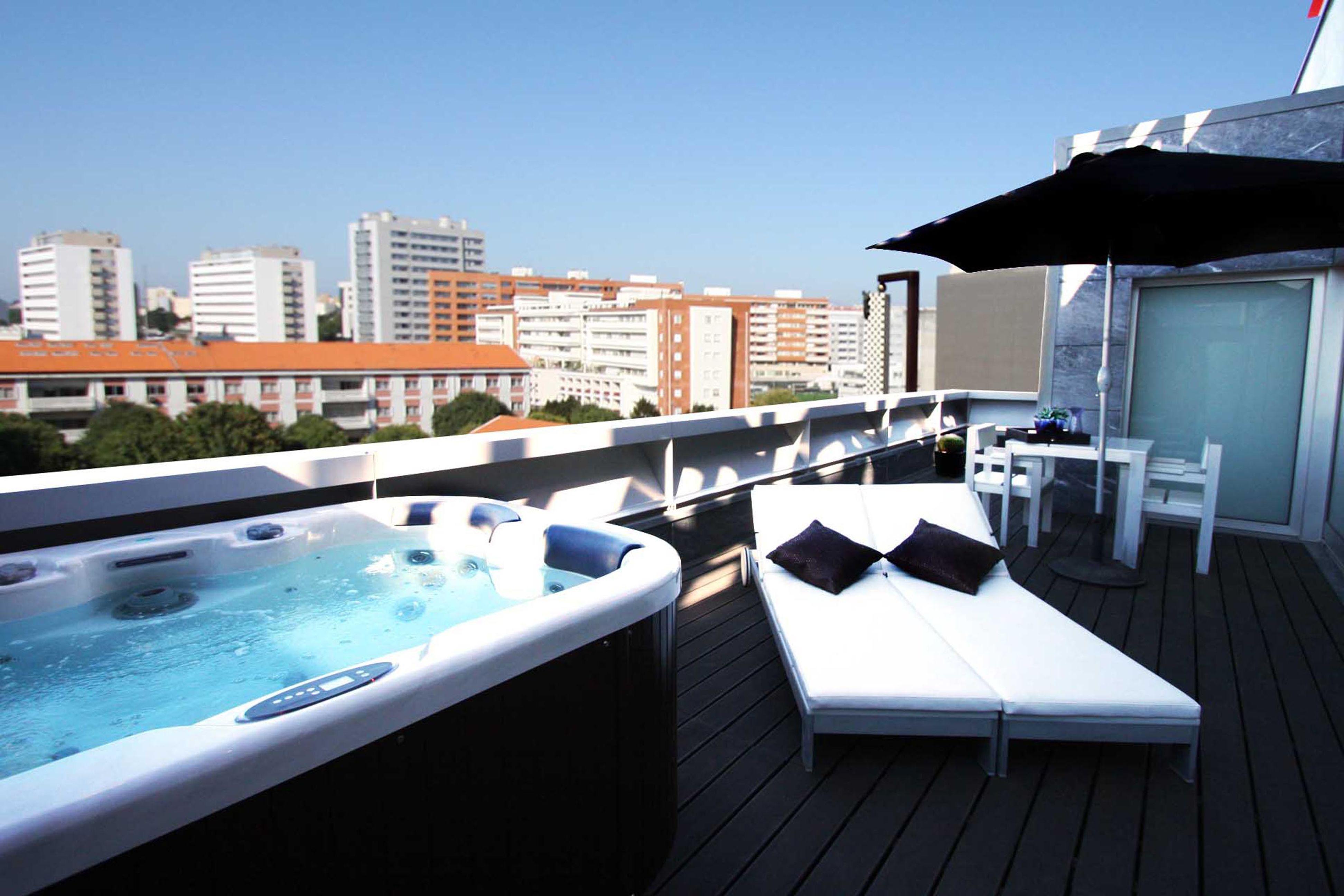 036_bessahotel_suite deluxe_jacuzzi